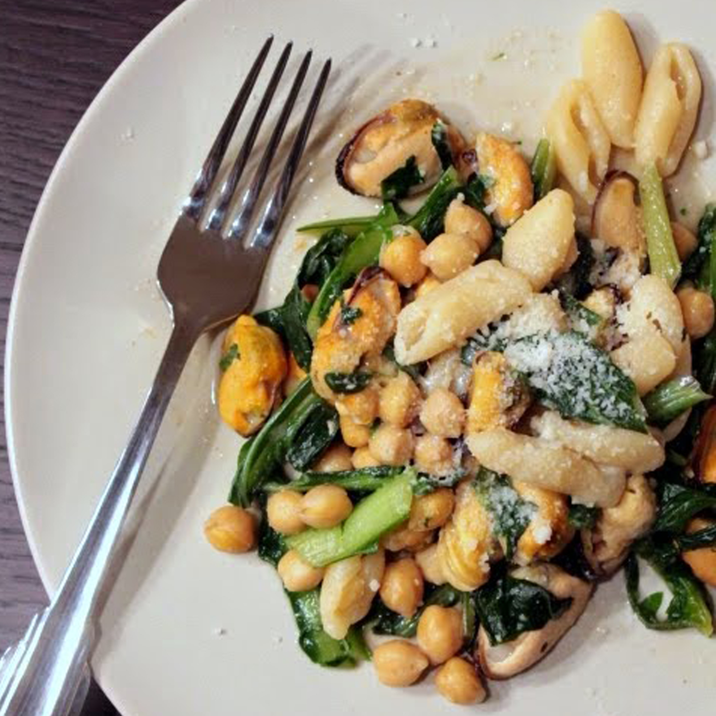 MUSSEL, CHICKPEAS AND CHICORY WITH GNOCHETTINI